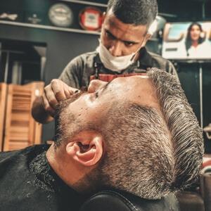 Tagliare-i-capelli-in-casa-a-un-uomo-step-4